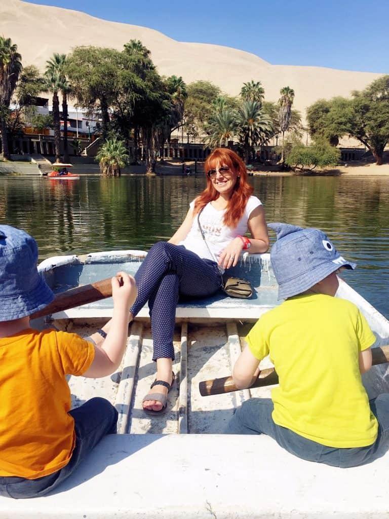 Hucachina Oasis: rowing on the lagoon